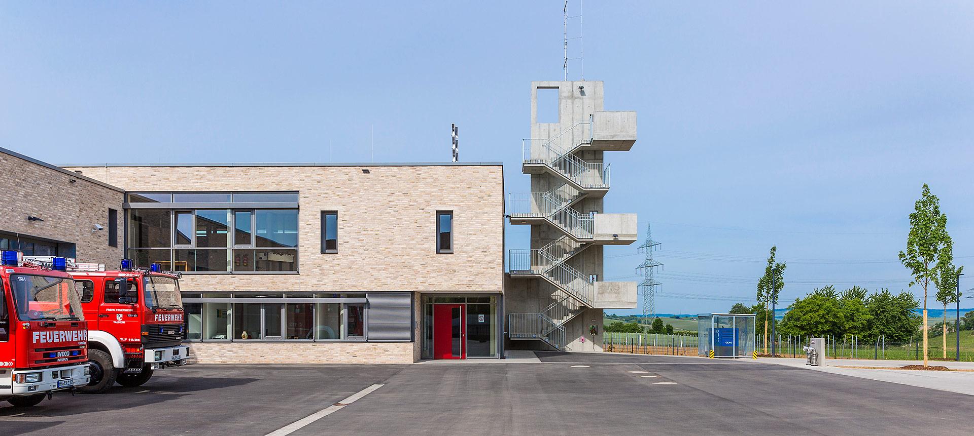 feuerwehrhaus in talheim oho architekten stuttgart. Black Bedroom Furniture Sets. Home Design Ideas
