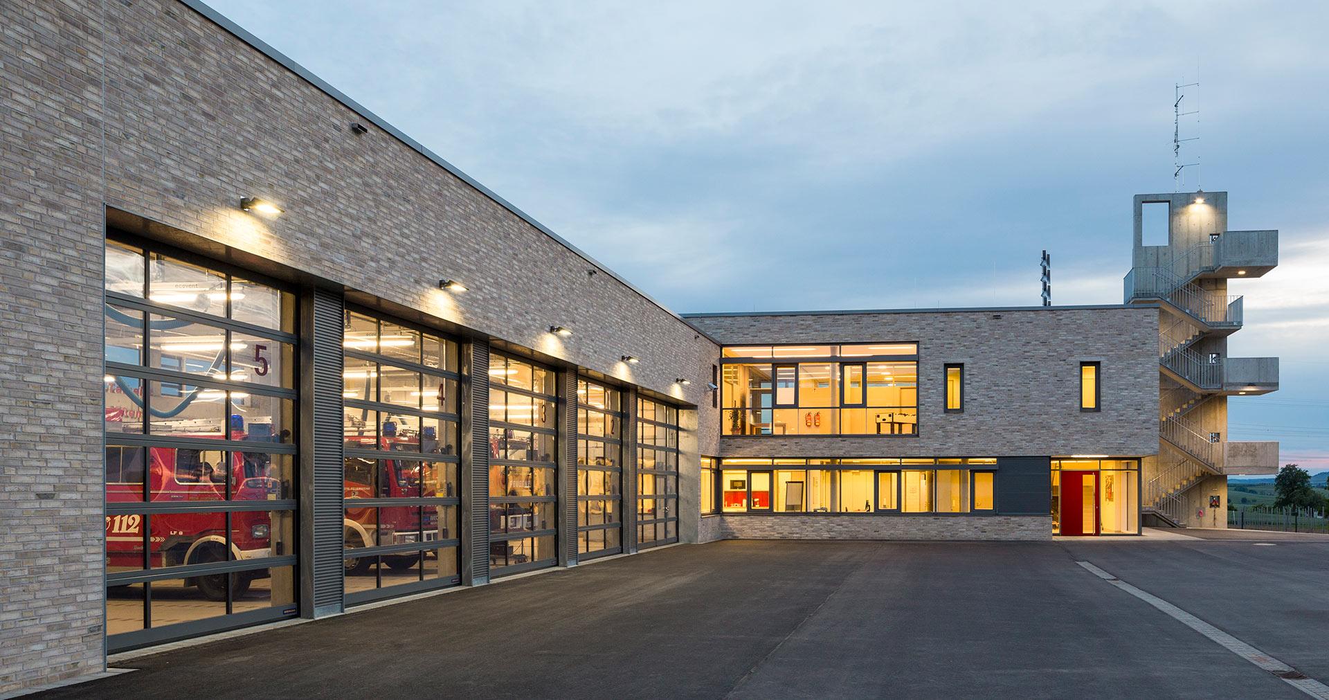 Feuerwehrhaus in talheim oho architekten stuttgart - Bgf architekten ...